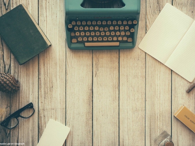 typewriter, writing supplies on desk as example of image sourcing issues